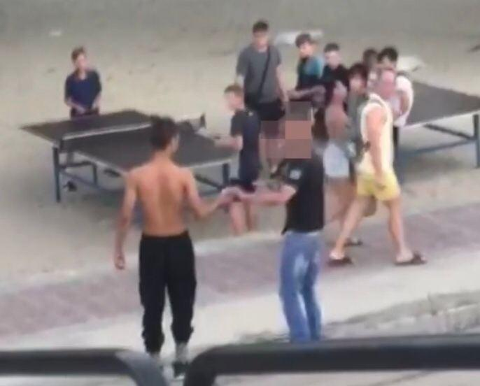 На Оболони судимый мужчина с пистолетом напал на несовершеннолетнего