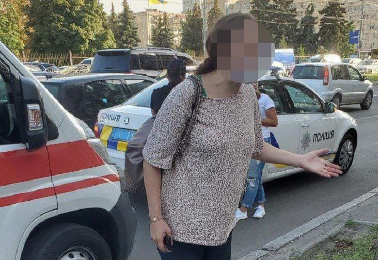 В Киеве задержали женщину, которая в пакете несла новорожденного мальчика