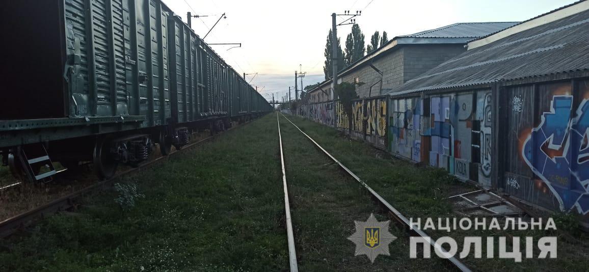 На Киевщине школьник получил тяжелую травму после игр на крыше поезда