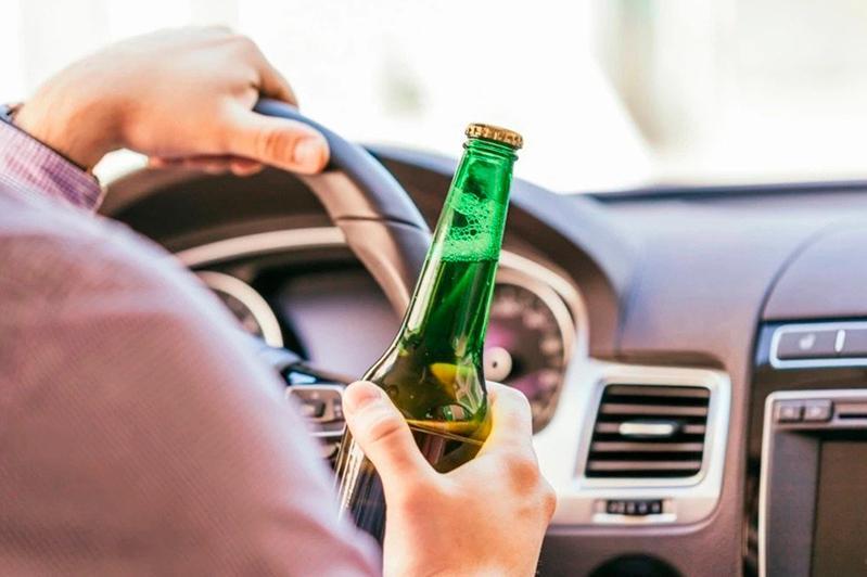 В Киеве водитель устроил опасные маневры на дороге