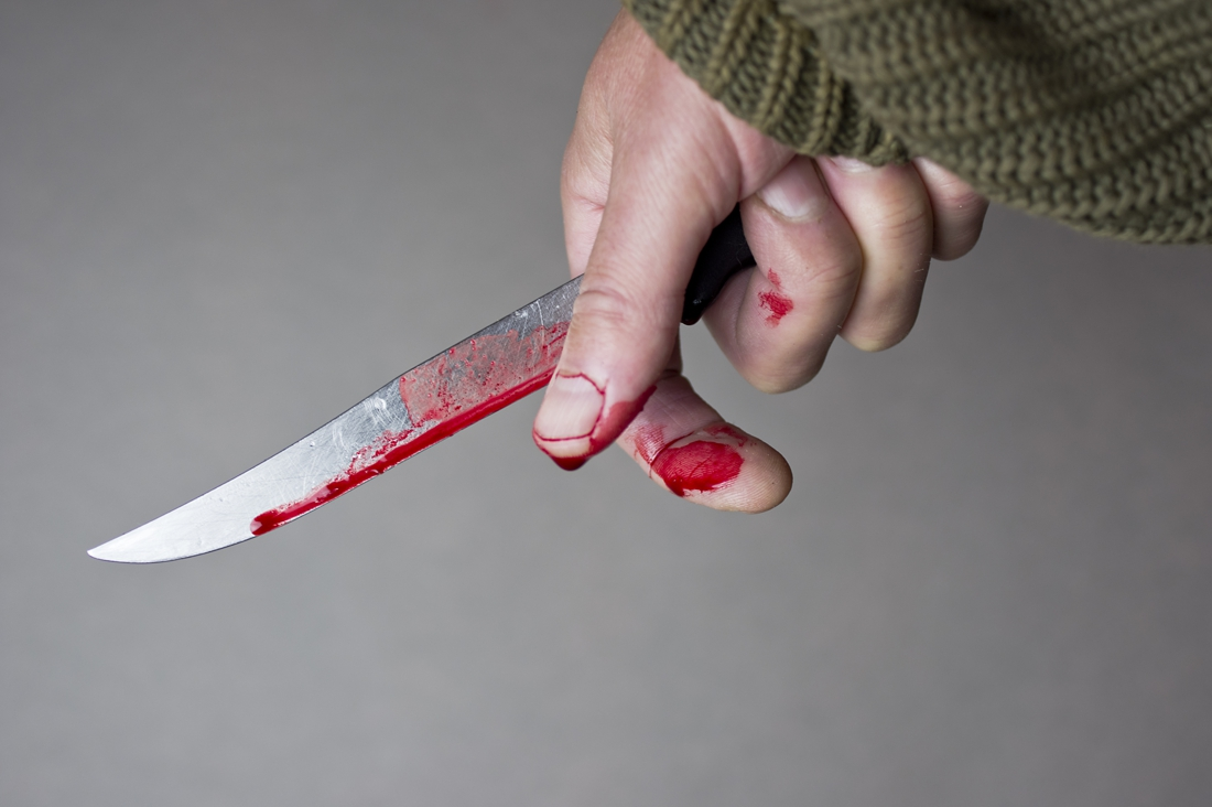 На Соломенке в продуктовом магазине зарезали женщину