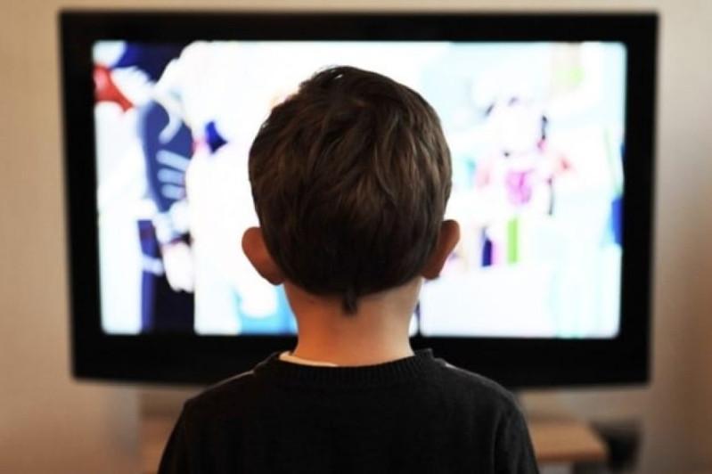 Школьникам снова будут показывать уроки по телевизору