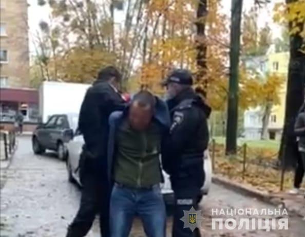 Под Киевом пьяный водитель набросился с кулаками на полицейских
