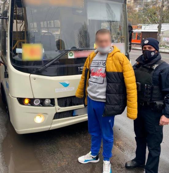 В Киеве задержали водителя маршрутки, который под предлогом болезни, употреблял наркотики