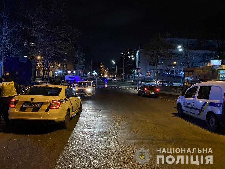 В Киеве неадекватный иностранец ранил водителя ножом