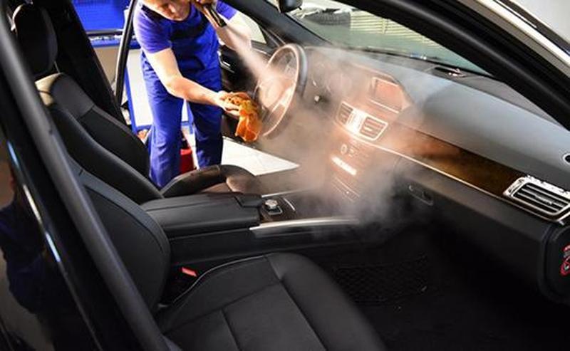 Когда нужно проводить химчистку салона авто?