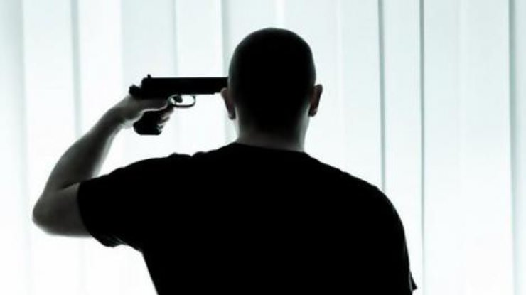 Киевлянин пытался застрелиться на глазах своей семьи