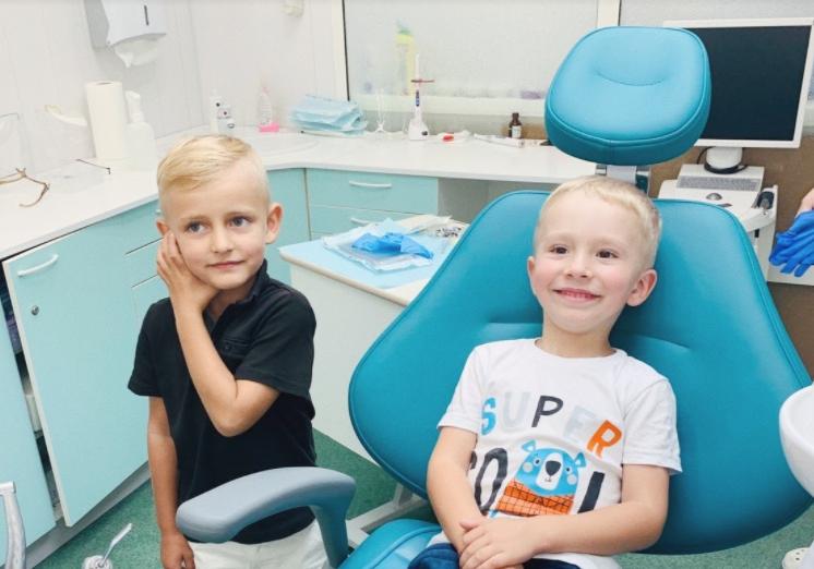Больно ли удалять молочные зубы?