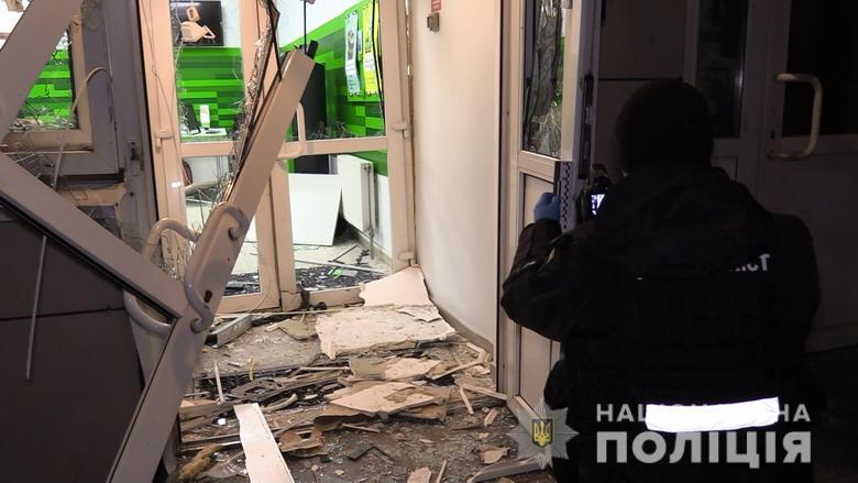 В Киеве неизвестный пытался подорвать банковское отделение