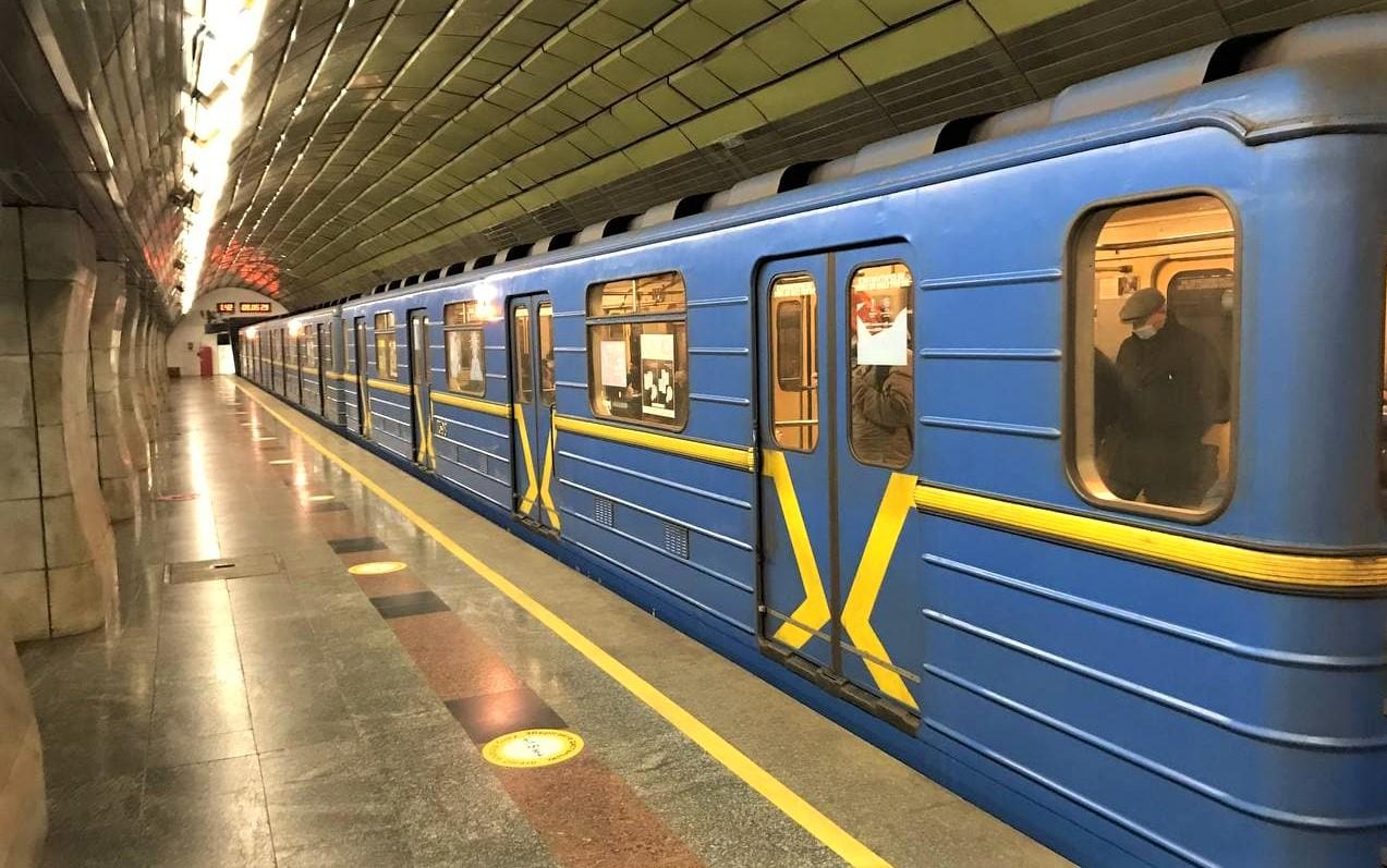 """Киевский метрополитен """"потерял"""" 215 млн пассажиров из-за COVID-19"""