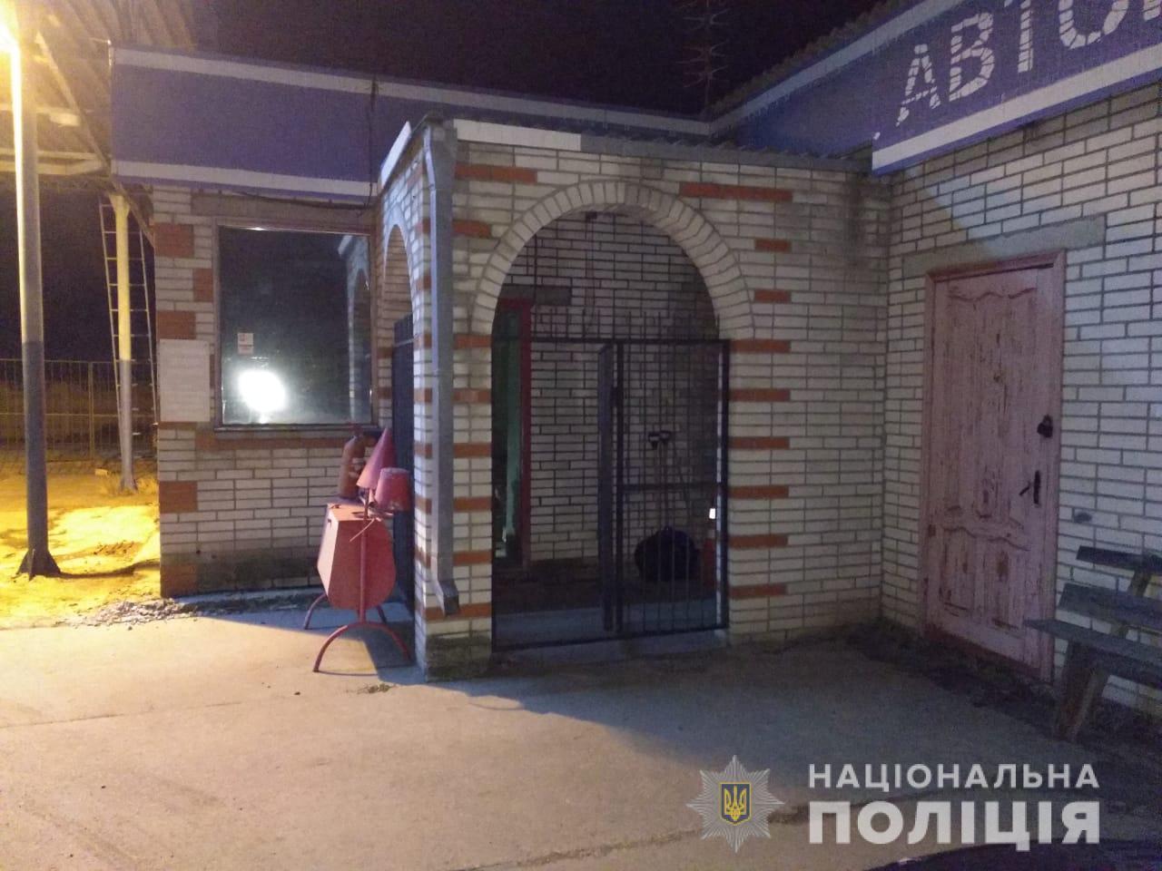 Под Киевом таксист нагло обокрал автозаправку