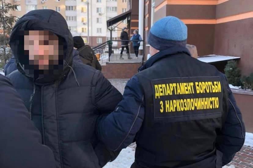 Киевлянин за 500 гривен продавал поддельные справки о COVID-19