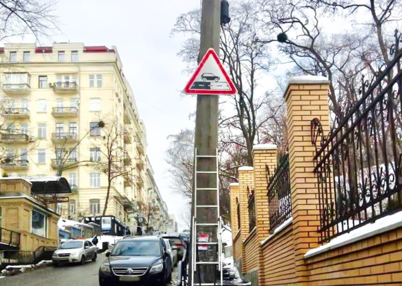В Киеве появились новые дорожные знаки для водителей