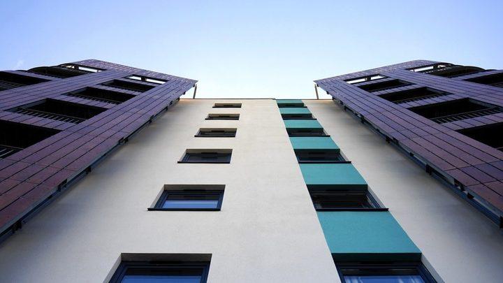 На ул. Княжий Затон 13-летняя школьница выбросилась с балкона 14-го этажа
