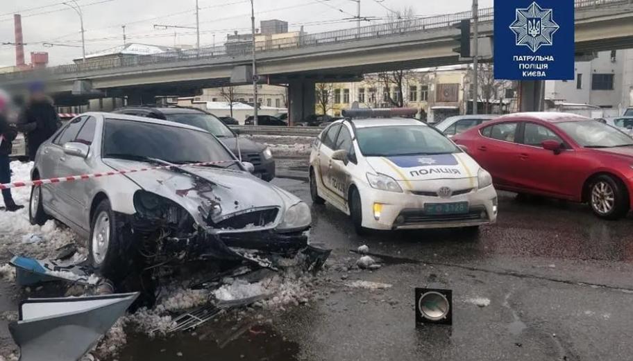 В Киеве водитель-наркоман попал в ДТП и сбил двух пешеходов