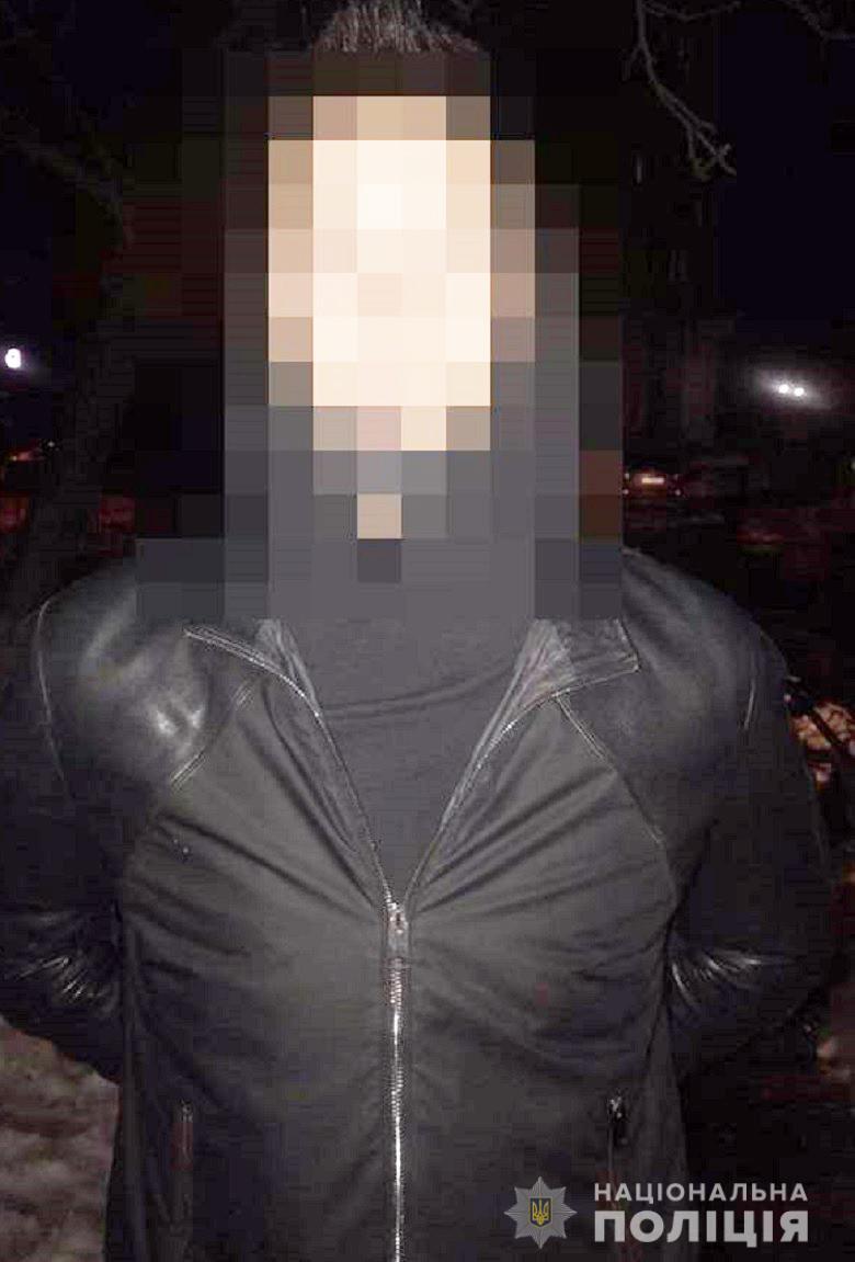 В Киеве девочка с мальчиком ограбили мужчину
