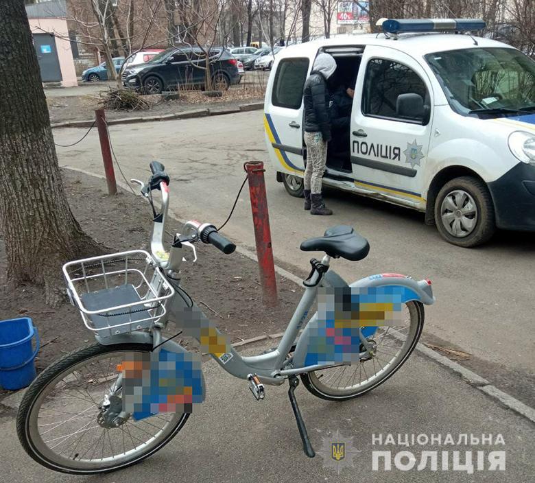 В Киеве крымчанка украла велосипед из пункта проката