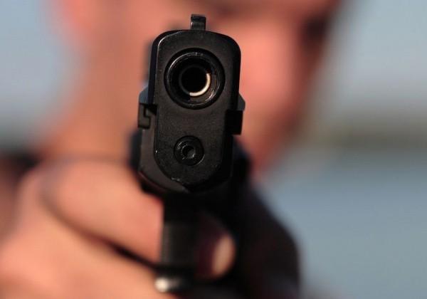 В Киеве полицейские со стрельбой задержали злоумышленника