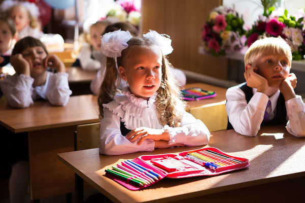 В школах Киева приостановили прием документов от первоклашек