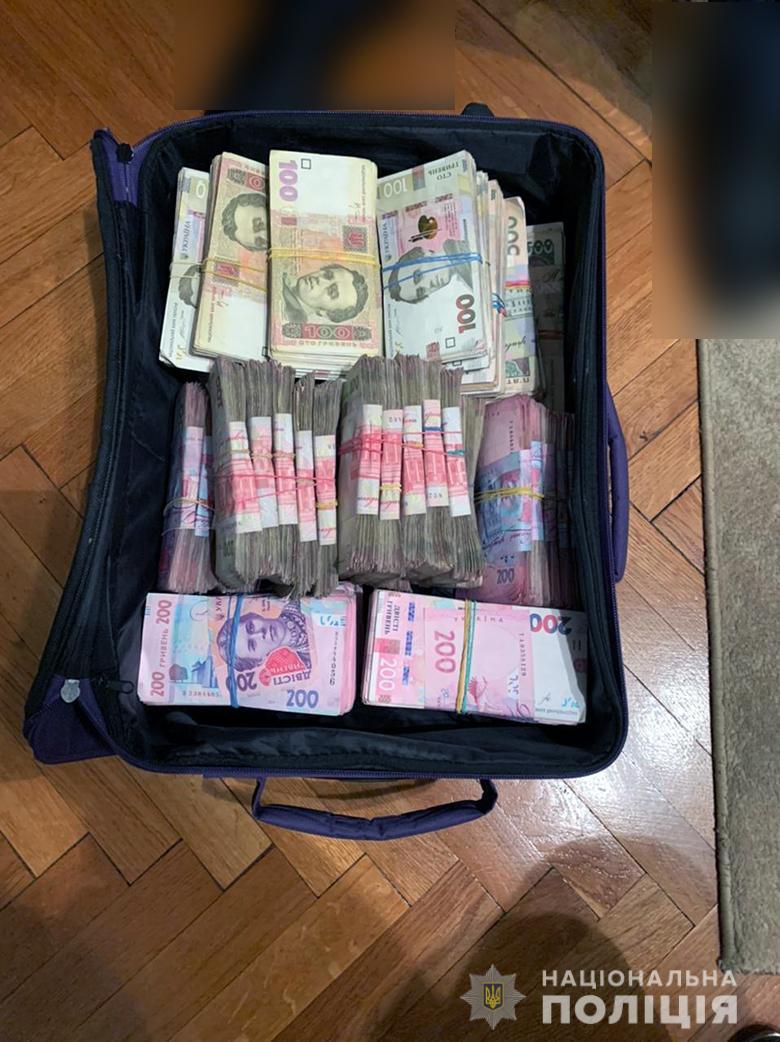 На Печерске женщина украла 1,2 млн гривен из офиса, где раньше работала