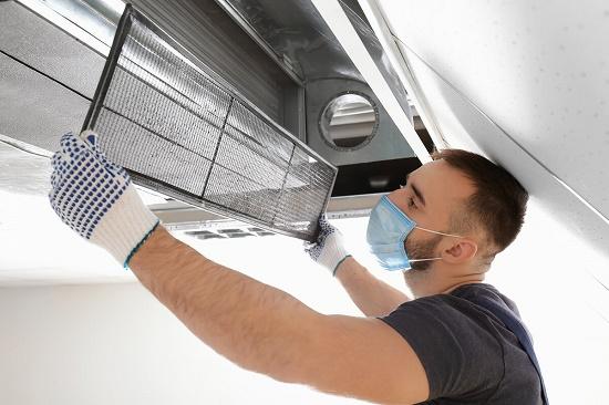 Почему важно чистить кондиционер после зимы