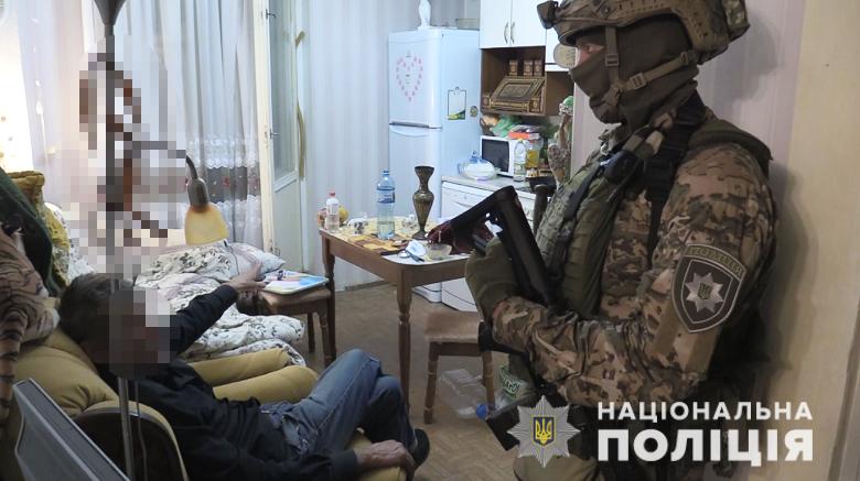 Пожилой киевлянин взял в заложницы хозяйку квартиры