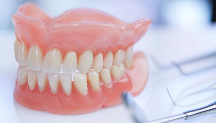 Как происходит протезирование зубов