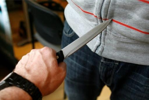 Под Киевом пьяный отец вонзил нож в живот своему сыну