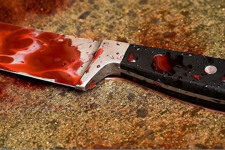 В Киеве посреди улицы избили и порезали пожилого мужчину