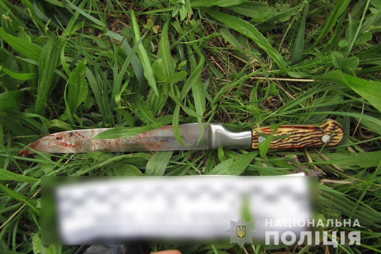 Конфликт под Киевом: из-за автомобиля женщина ножом подрезала мужчину