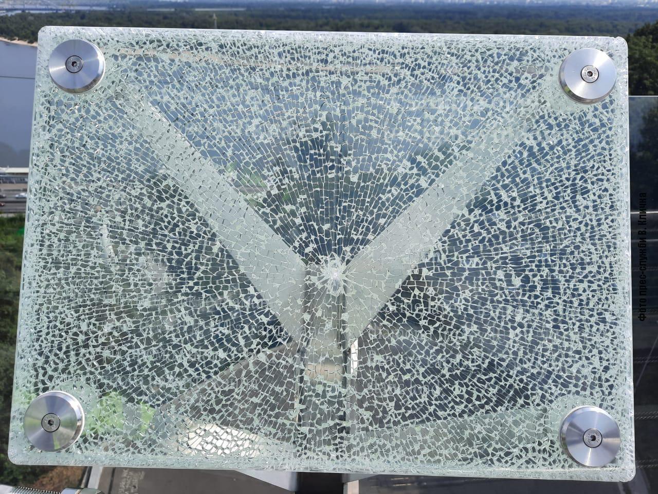 В Киеве приезжий вандал повредил «мост Кличко»