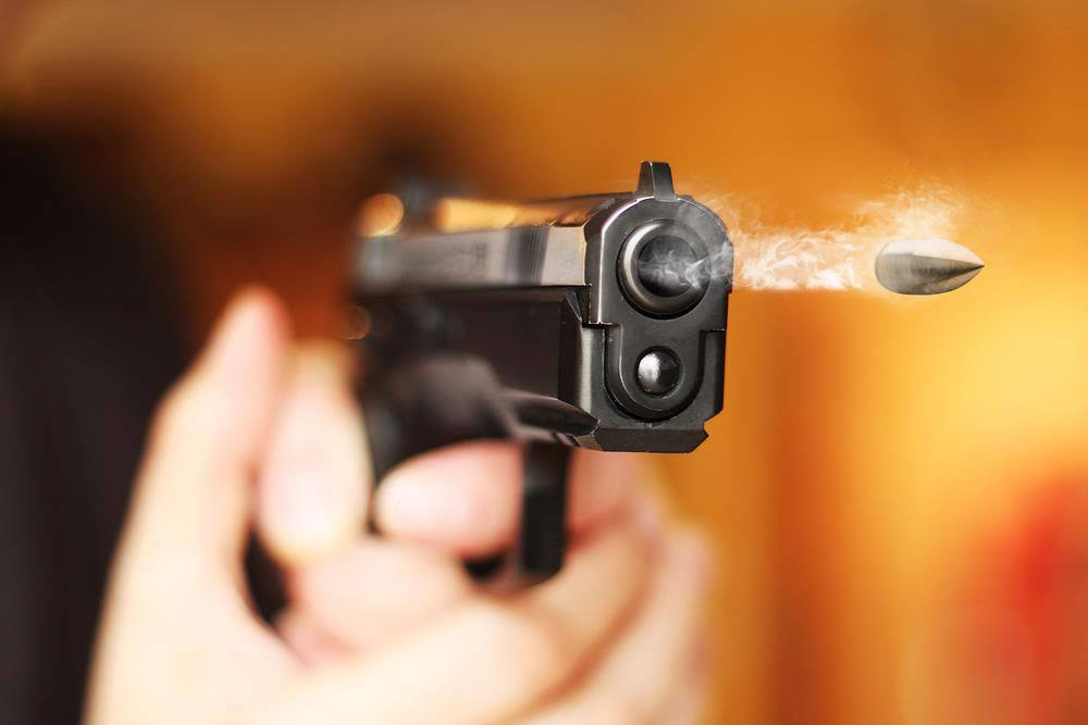 На Оболони мужчина устроил отстрел прохожих из окна квартиры