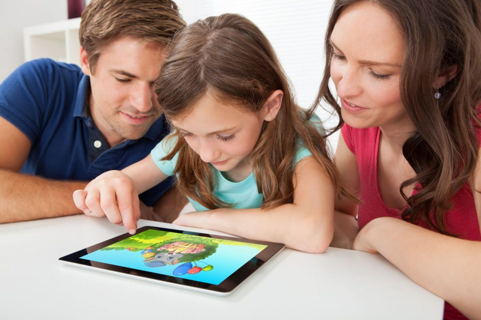 Дети и планшет: стоит ли покупать ребенку гаджет?