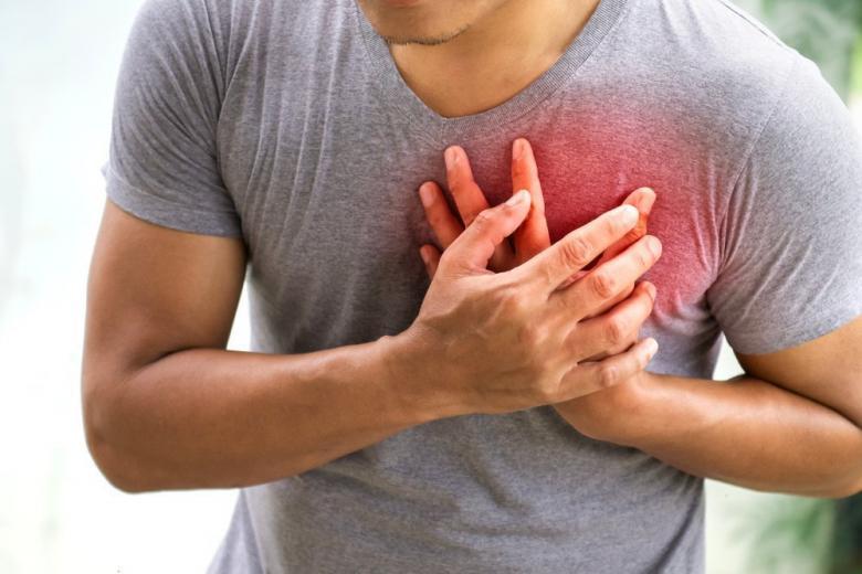 В метро у пассажира случился сердечный приступ. Его спас полицейский