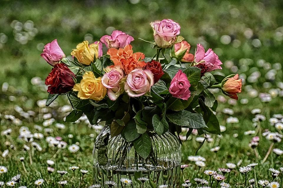 Доставка свежих срезов цветов и букетов по Киеву и Украине от компании Украфлора