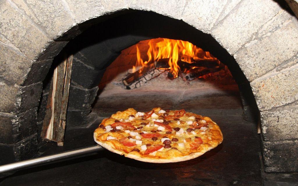Выбираем оборудование для кафе - печь для пиццы и пресс для пиццы