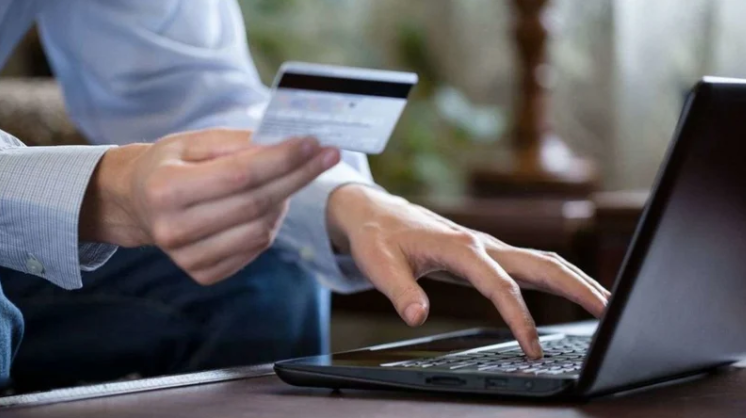 Онлайн кредитування: головні переваги та особливості послуги