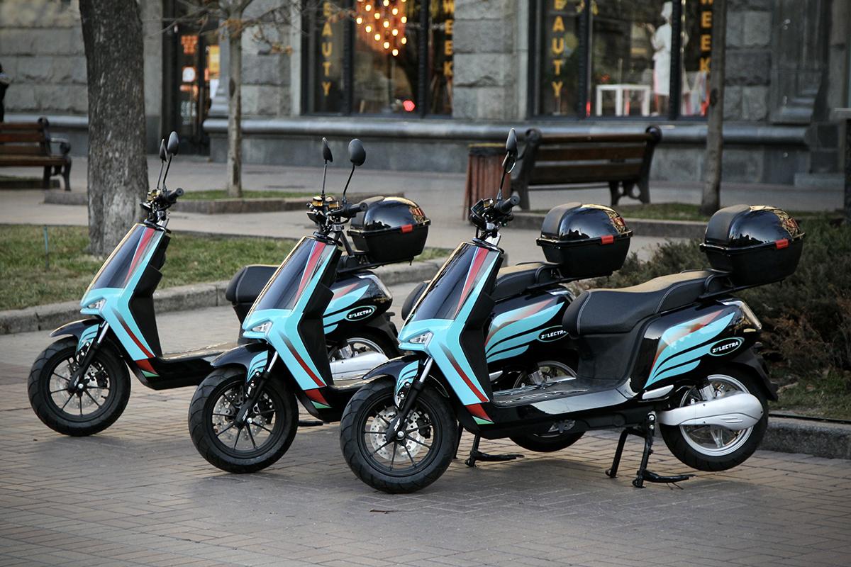 В Киеве появился прокат электромопедов