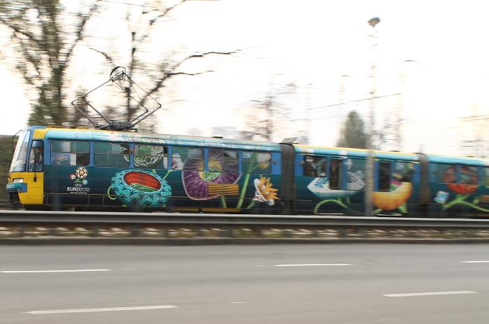 Иномарка парализовала движение скоростного трамвая в Киеве